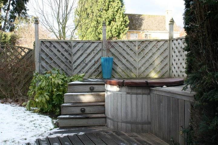 Outdoor hot tub at Cotswold House Hotel