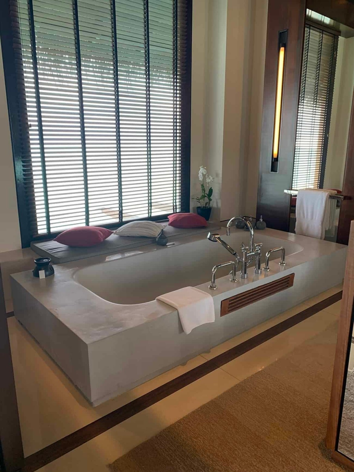 bath tub at Reethi Rah