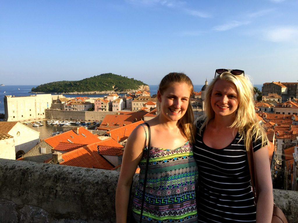 Girls in front of the Old City Harbour