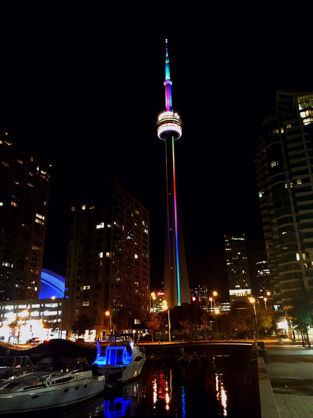 Toronto's CN Tower at night