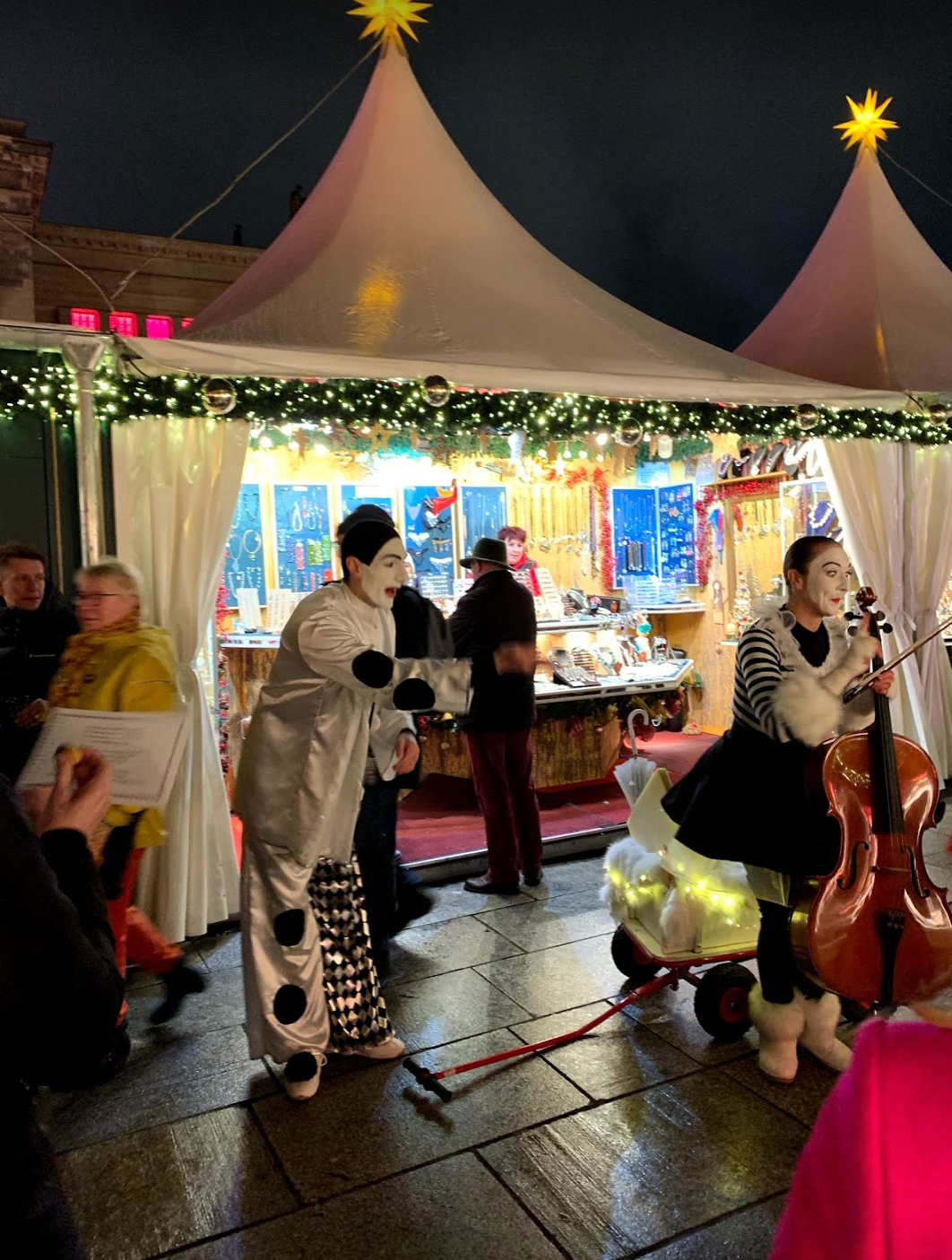 Entertainers at the Christmas market