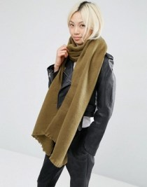 http://www.asos.com/asos/asos-supersoft-long-woven-scarf/prd/6432823?iid=6432823&clr=Khaki&SearchQuery=&cid=6452&pgesize=36&pge=1&totalstyles=181&gridsize=3&gridrow=9&gridcolumn=2