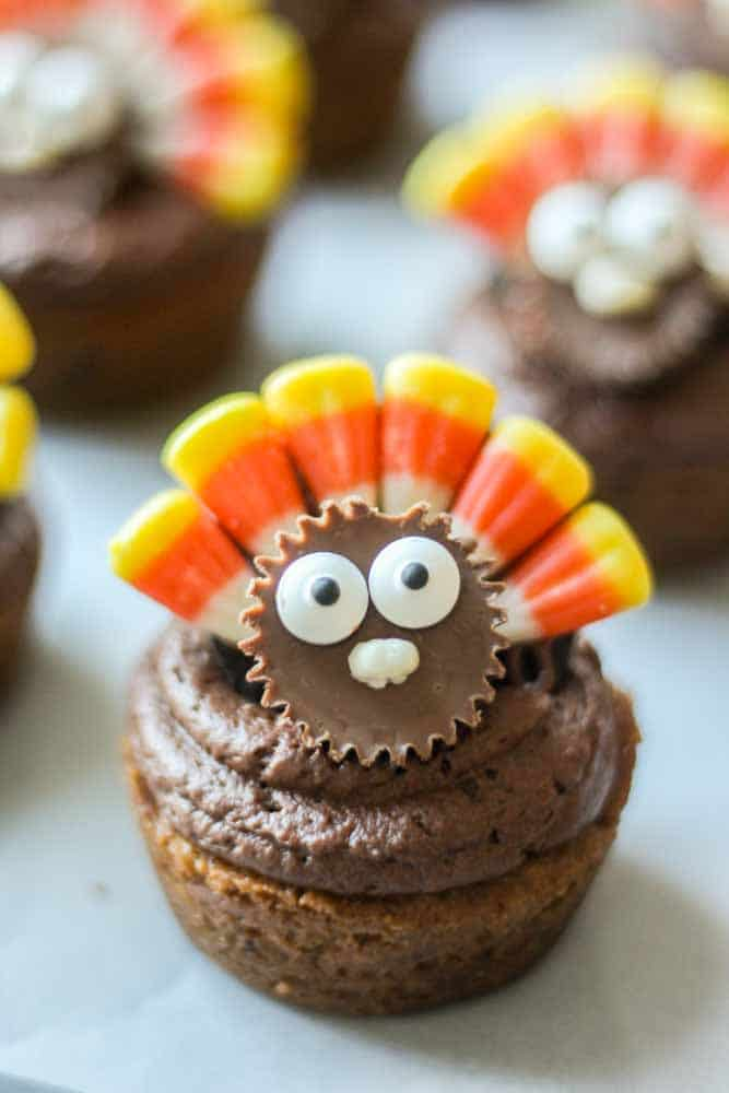 These Thanksgiving Dessert Place Cards are a fun and creative idea to make for the holiday. They're a dessert and a decoration!