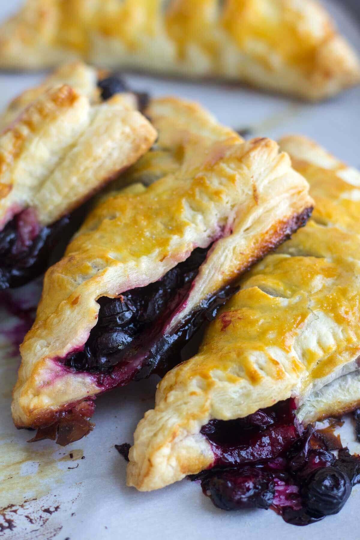 recipe: blackberry puff pastry pie [25]