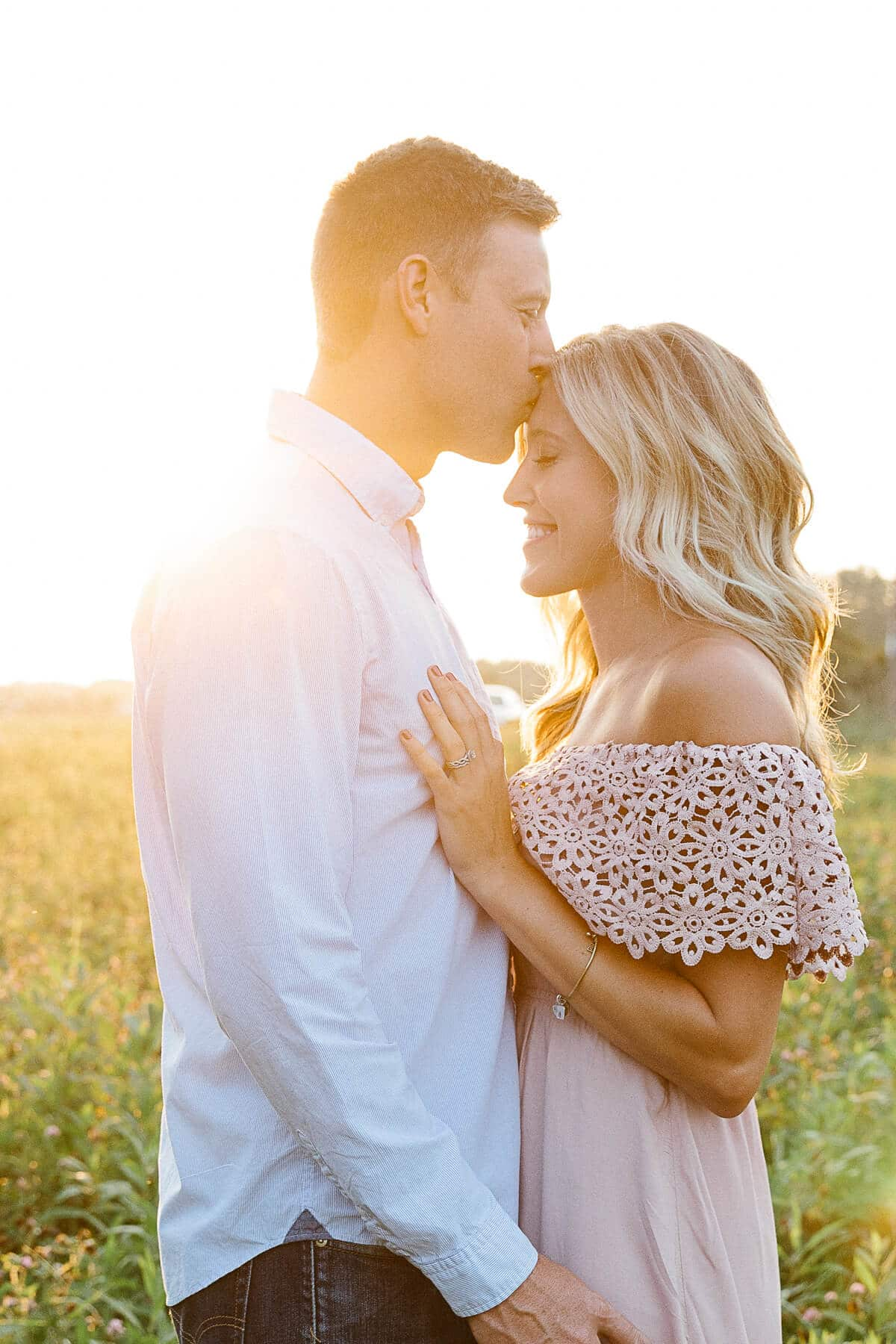 Brad + Alyssa couples photography poses! This anniversary couples sessions was so fun during golden hour. It was an intimate and romantic summer photography session for a sweet couple. Use this post to get couples pose ideas!
