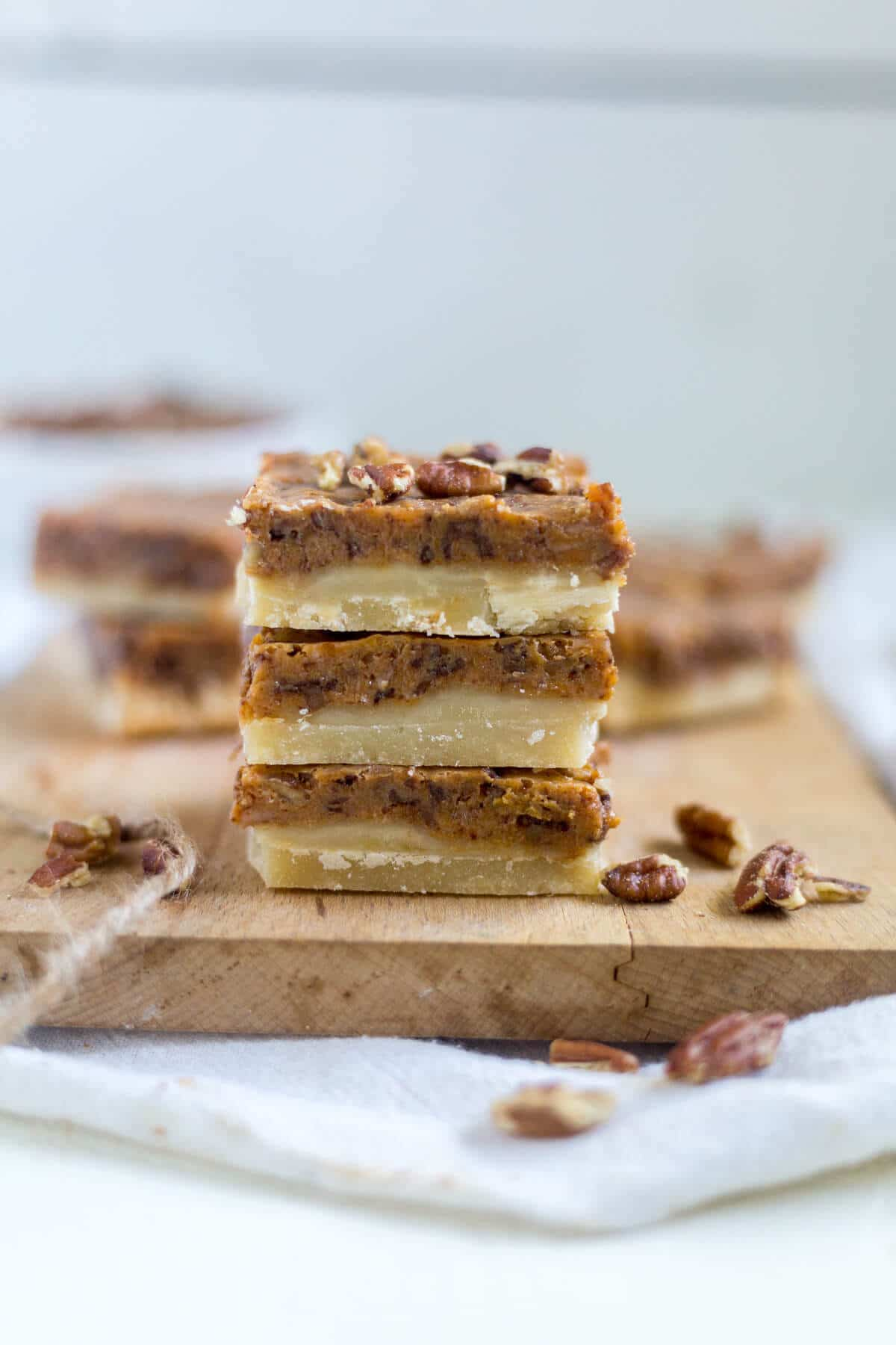 These pumpkin pecan toffee bars will be the thanksgiving dessert everyone will love!