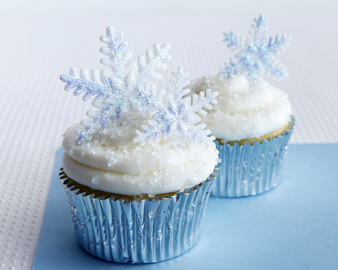 Easy Disney Frozen Cake Ideas - Snowflake Cupcakes by Cake Journal