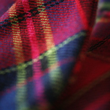 Red-cotton-tartan-bow(close-up)