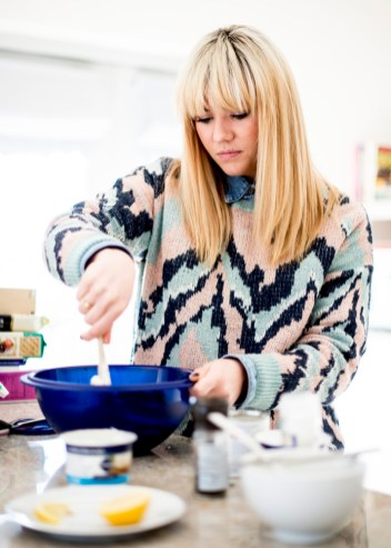 Natalie from http://www.tailsofamermaid.com making us cheesecake. YUM!