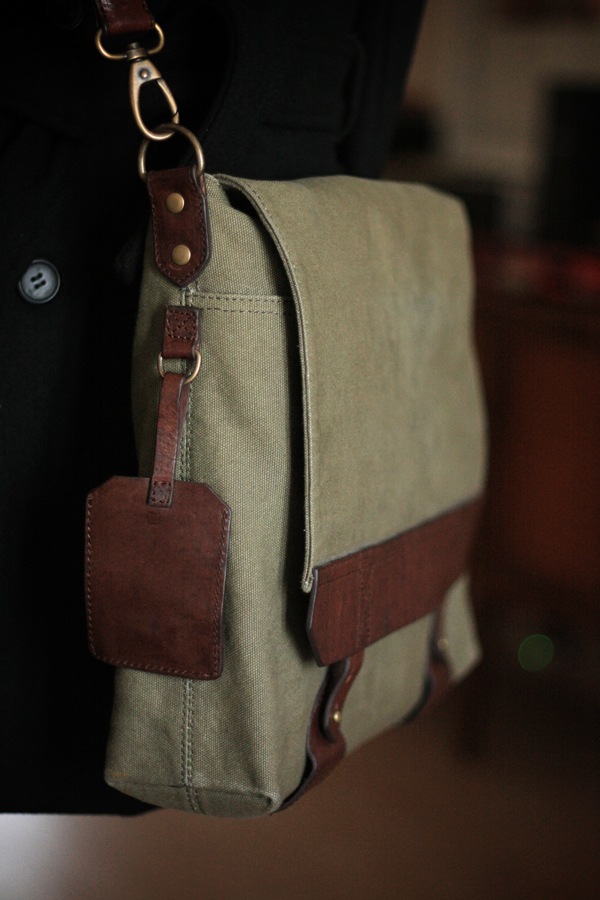messenger-bag-close-up