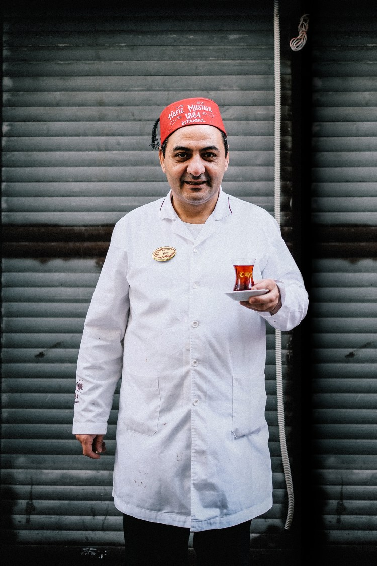 Istanbul-Turkish-Man-With-Tea