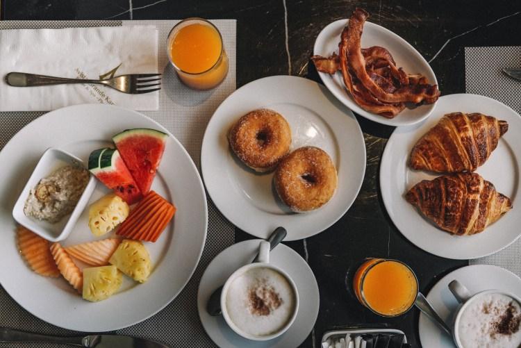 Thailand-Phuket-Breakfast-table-Avista-Grande-Karon
