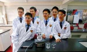Licealiści odtworzyli drogi lek w znacznie tańszy sposób