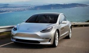Pierwsze egzemplarze Tesla Model 3 wkrótce zjadą z taśmy produkcyjnej