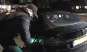 Złodzieje w łatwy sposób ukradli samochód Tesli