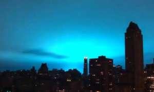 Uszkodzenie elektrowni zabarwiło panoramę Nowego Jorku na niebiesko