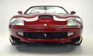 Ferrari 550 Maranello jako jeden z nielicznych oferuje V12 z manualną skrzynią