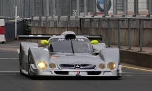 Wyścigowy samochód CLR od Mercedesa zaliczał wpadki nie bez powodu