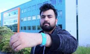 Ta opaska na rękę informuje użytkownika o stanie emocjonalnym