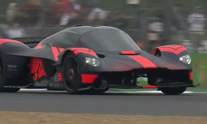 Hybrydowy Valkyrie od Aston Martin w akcji