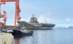 Największy lotniskowiec wyprodukowany w Chinach nie ma łatwego życia