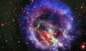 Astronomowie uchwycili pojedynek mgławicy z czarną dziurą