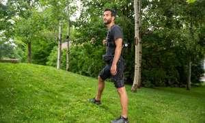 Ten egzoszkielet wspomaga ludzi podczas chodzenia i biegania