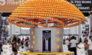 Ekologiczny automat do soku z pomarańczy tworzy z nich nawet kubki