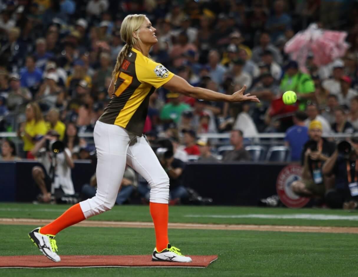 Jennie Finch Pitching
