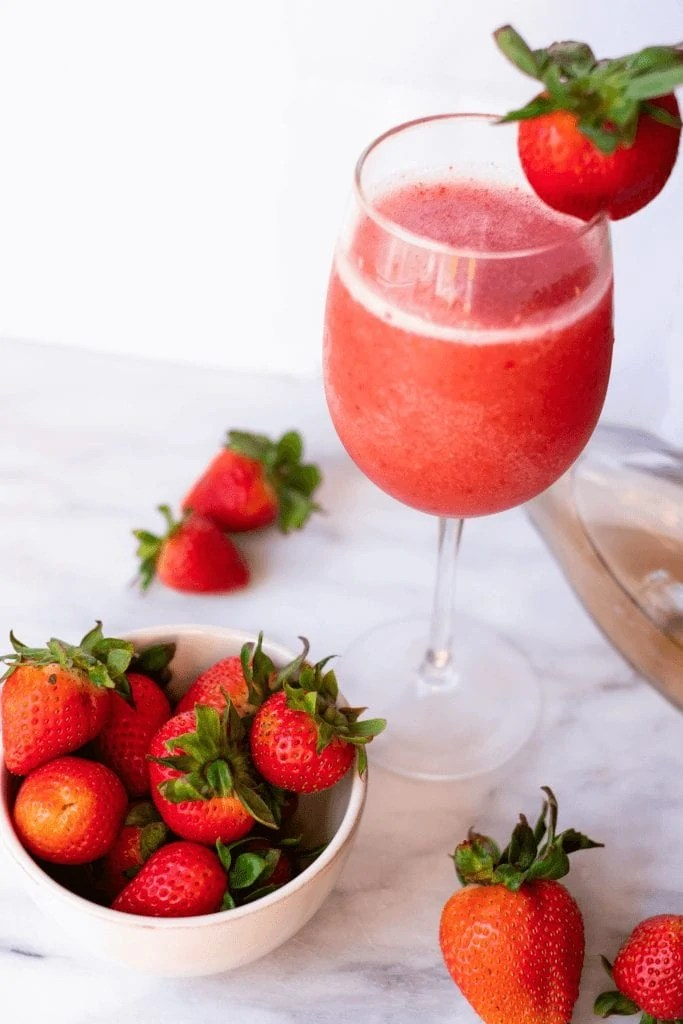 Strawberry Froze #whatsavvysaid #fitvinerose #froze #rose #refinedsugarfree #ketofriendly #springdrink