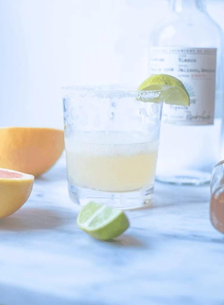 Grapefruit Margarita - My Go To Skinny Margarita Recipe #whatsavvysaid #casaamigos #skinnymargarita #grapefruitmargaritarecipe #refinedsugarfree #freshsqueezedjuice