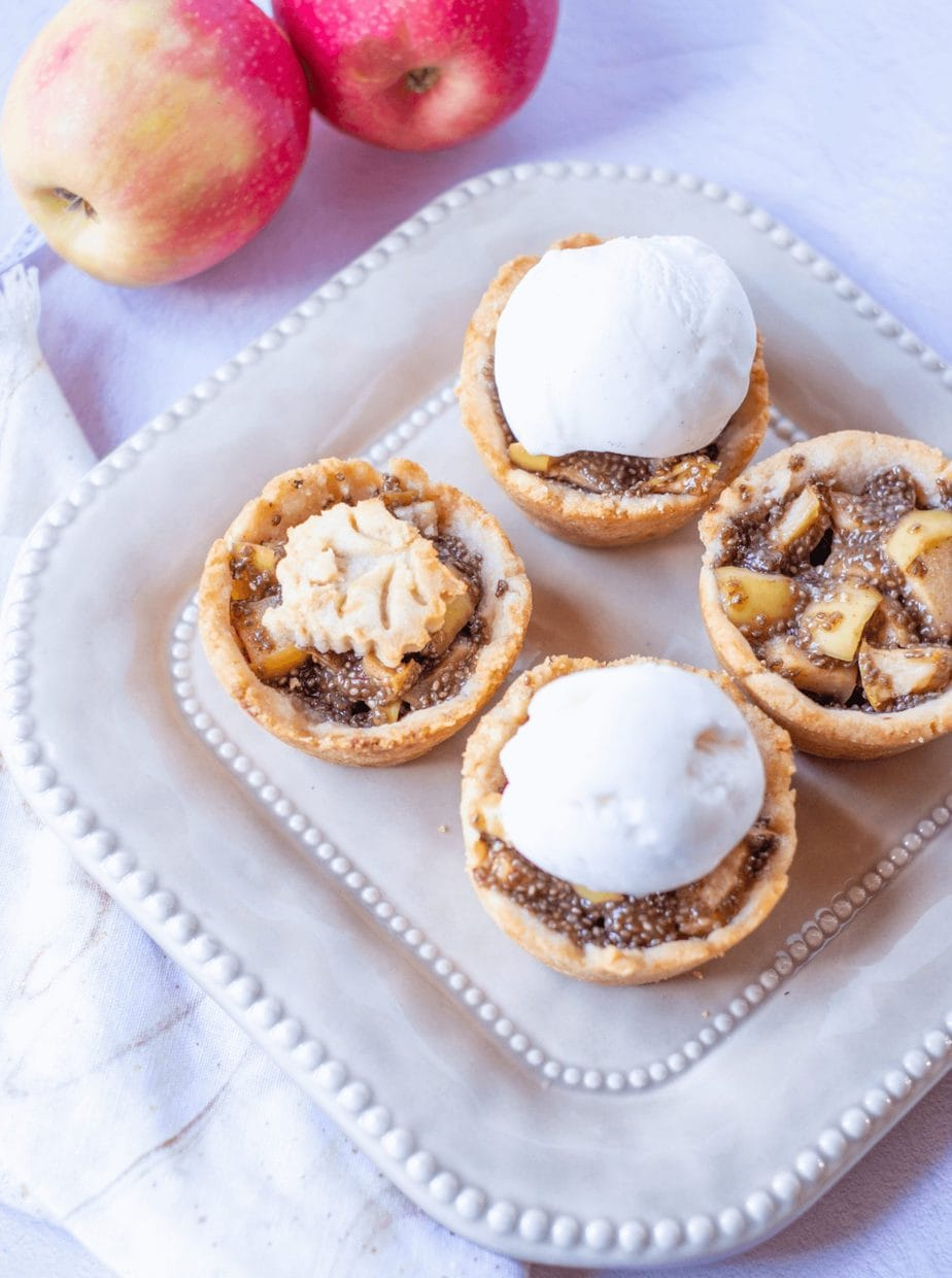Mini Paleo Apple Pies #whatsavvysaid #paleodessert #paleorecipe #minipies #glutenfreedessert #applechiaseed