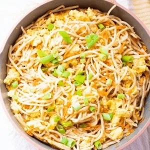 Paleo Pad Thai Recipe #whatsavvysaid #paleopadthai #glutenfreepadthai #padthairecipe