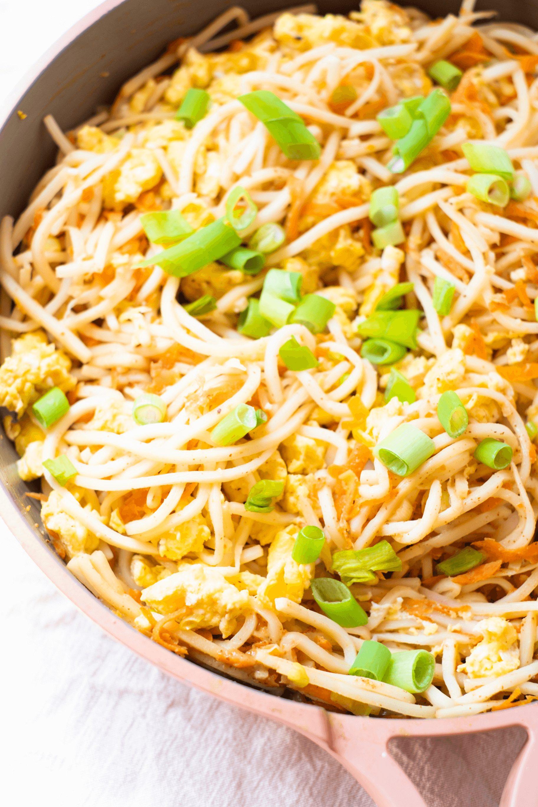 Paleo Pad Thai Recipe #whatsavvysaid #paleopadthai #glutenfreepadthai #padthairecipe #palmini