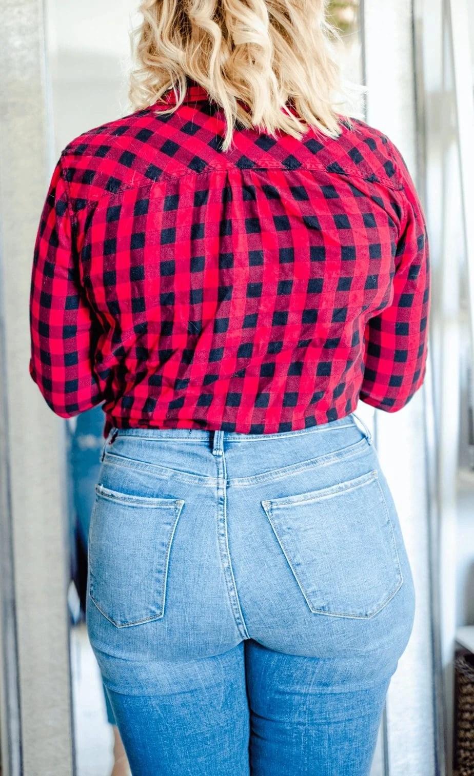 Madewell-Curvy-Jeans-Vs-Abercrombie-Curvy-Jeans-whatsavvysaid-petitecurves-petitestyle-madewell