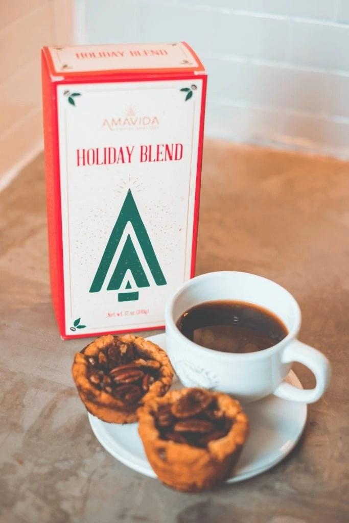How To Pick The Perfect Coffee For Your Dessert #whatsavvysaid #amavida #paleodessert #pecanpie #holidayblend #amavidacoffee