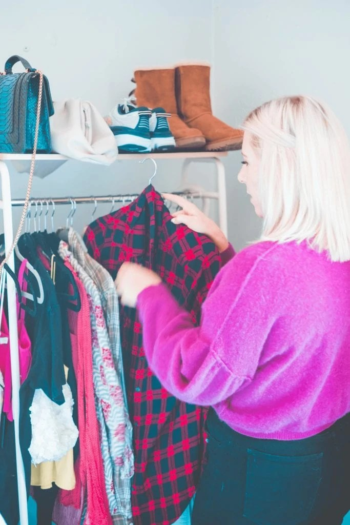Poshmark Vs Thred Up- Which Consignment Store Is Better- #whatsavvysaid #poshmarkvsthredup #petitefashion #sustainablefashion #shopmystyle