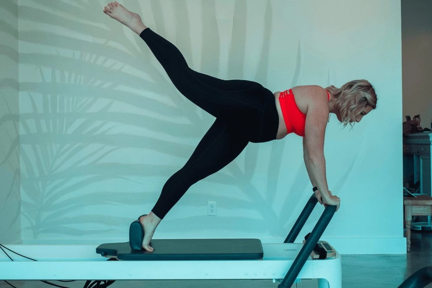 Reformer Pilates- A Beginner's Guide & Why I'm Obsessed #whatsavvysaid #wellnessblogger #reformerpilates #palmpilates