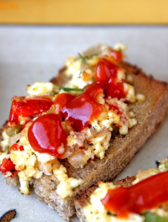 Bread Pizza with Cottage cheese