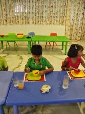 dining-etiquette-for-kids-at-kydzadda-2