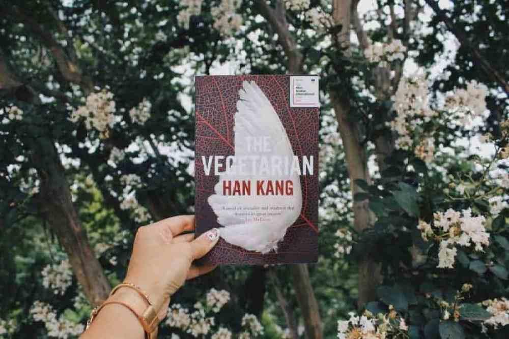 THE VEGETARIAN BY HAN KANG | DISTURBING & BEAUTIFUL