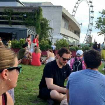 Ukulele's and sun on the Southbank