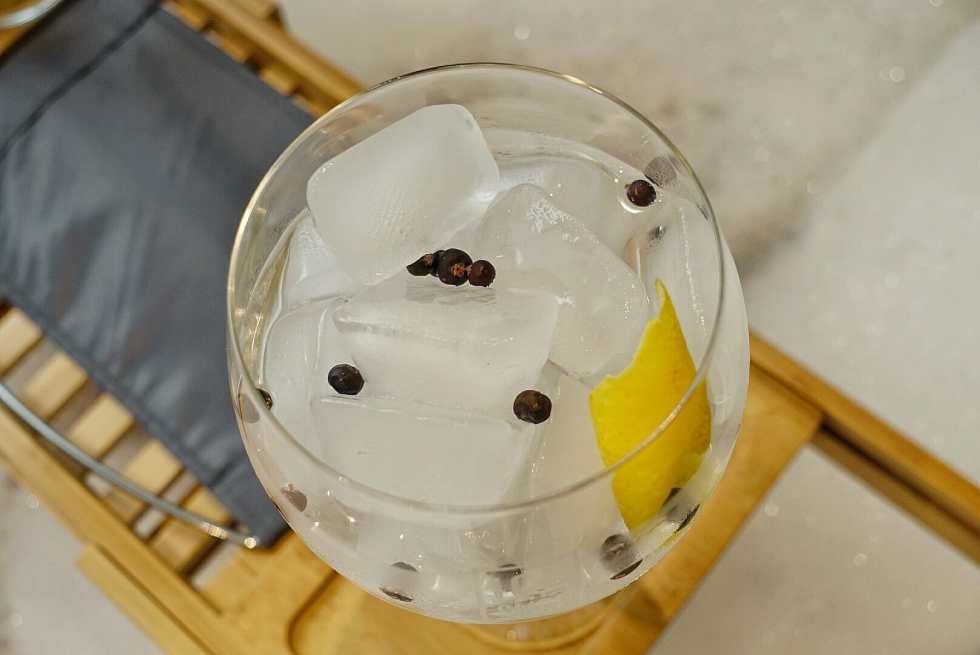 Top view of the gin and tonic in the balloon glass