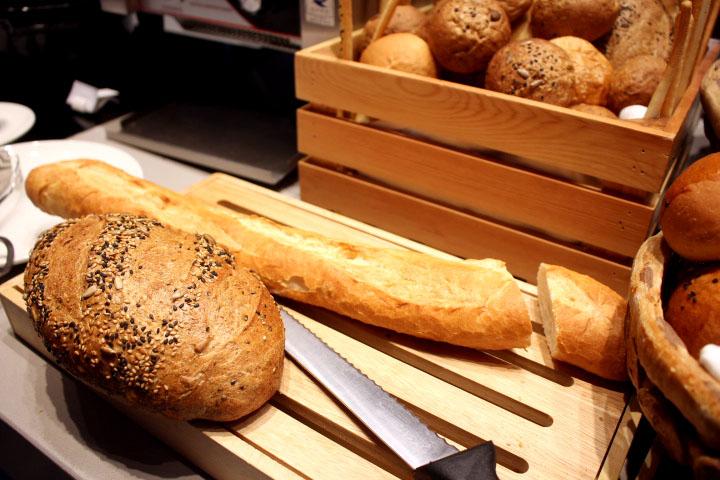 Marriott The Mekong Buffet bread