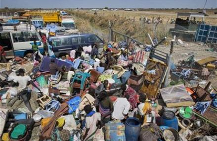 BODIES LITTER SOUTH SUDAN OIL TOWN; TALKS RESUME