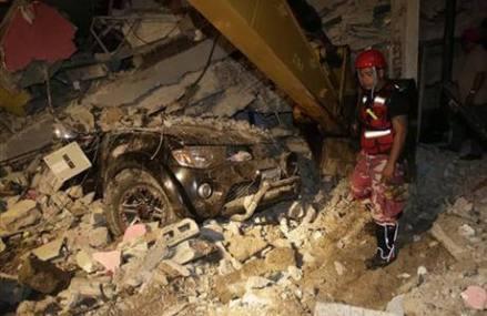 Earthquake kills 233 in Ecuador; emergency workers rush in