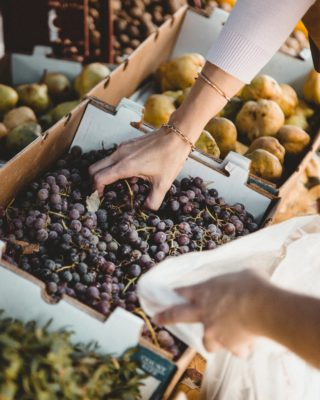 5 Tips for Eating Healthy While Traveling: Market