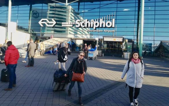 how to get from airport to amsterdam