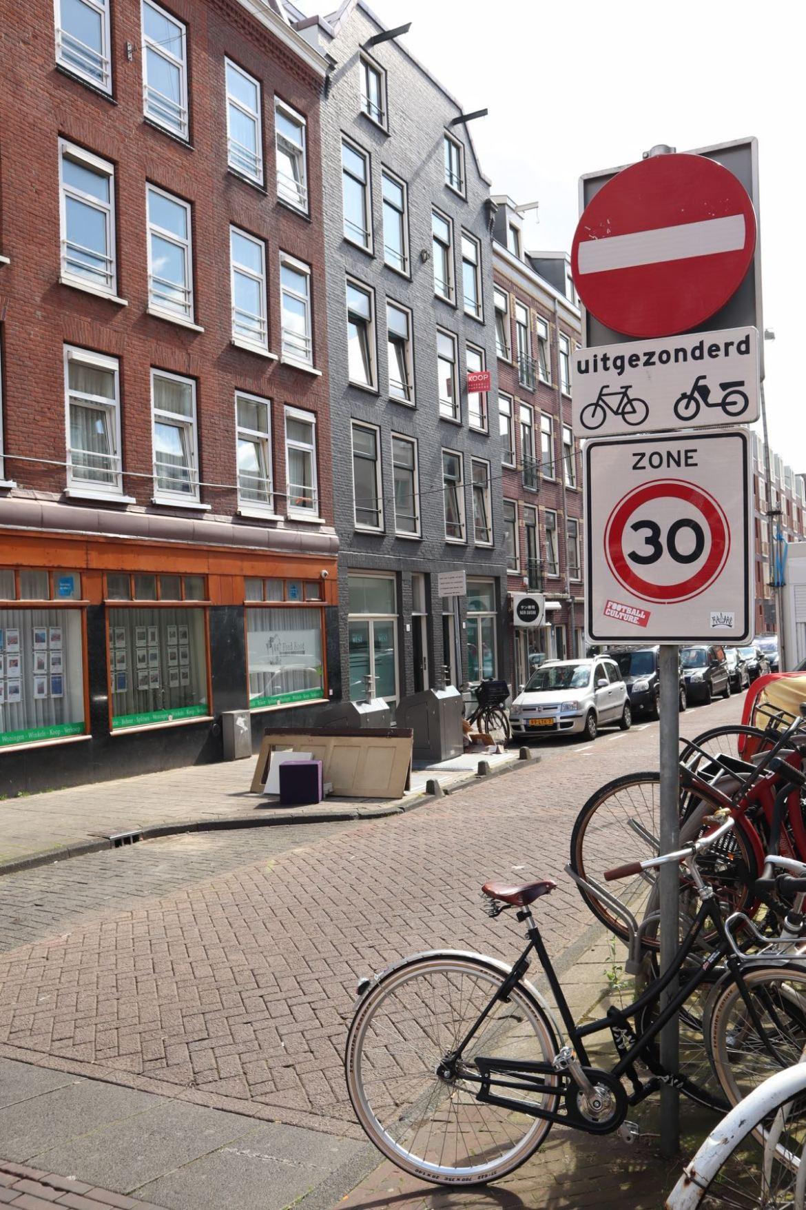 one way street Amsterdam