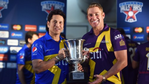 Retired Indian cricketer Sachin Tendulkar (L) and Australian Shane Warne pose with the trophy during a press conference in New York on November 5, 2015. Tendulkar and Warne will lead a lineup of renowned cricket players from around the world in the inaugural Cricket All-Stars, a three-game series to be played in Major League Baseball stadiums in New York , Houston and Los Angeles, to promote cricket the US. AFP PHOTO/JEWEL SAMAD (Photo credit should read JEWEL SAMAD/AFP/Getty Images)